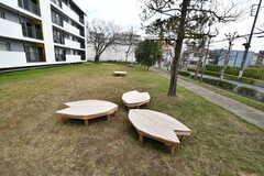 ベンチが桜の葉の形をしています。(2020-03-17,共用部,OTHER,1F)