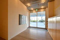 内部から見た玄関まわりの様子。(2020-03-06,周辺環境,ENTRANCE,1F)