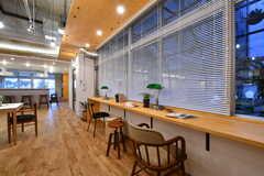 窓際はカウンターテーブルです。(2020-03-06,共用部,LIVINGROOM,1F)