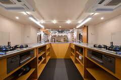 キッチンの様子5。天板の下はオープンタイプの収納スペースです。(2020-03-06,共用部,KITCHEN,1F)