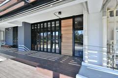 ラウンジの玄関ドア。(2020-03-06,周辺環境,ENTRANCE,1F)