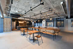 ラウンジの様子。入居者さんは室内側からも出入り可能で、イベント時以外は自由に使うことができます。(2020-03-06,共用部,LIVINGROOM,1F)
