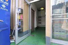 玄関まではエレベーターで上がっていきます。(2013-08-30,共用部,OTHER,1F)