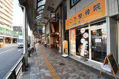 北千住駅から続くアーケード商店街。なんでも揃います。(2016-10-27,共用部,ENVIRONMENT,1F)