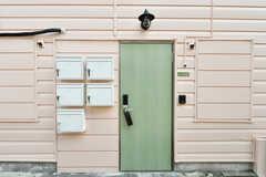 玄関ドアの様子。(2020-09-08,周辺環境,ENTRANCE,1F)