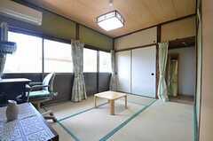専有部の様子。掃出窓からは庭に出られます。(102号室)(2014-08-11,専有部,ROOM,1F)