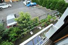 窓から見た庭の様子。(201号室)(2012-10-17,専有部,ROOM,2F)