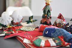 オーナーさんの作ったパッチワーク作品。こいのぼりやお雛様、クリスマスなど季節も様々。(2012-05-14,共用部,OTHER,1F)