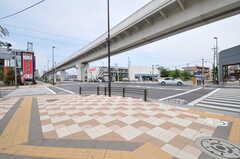 舎人ライナー・西新井大師西駅からシェアハウスへ向かう道の様子。(2012-05-14,共用部,ENVIRONMENT,1F)