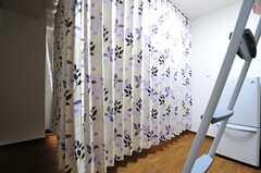 カーテンで仕切ることができます。(101c号室)(2013-10-21,専有部,ROOM,1F)