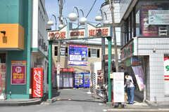 東武伊勢崎線・竹ノ塚駅周辺の様子。商店街があります。(2018-05-25,共用部,ENVIRONMENT,1F)