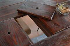 ダイニングテーブルは事業者さんが作ったもの。将来的にテーブルの中央にカトラリーなどがしまえるようになる予定です。(2017-05-18,共用部,LIVINGROOM,2F)