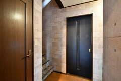 廊下の様子。左手にトイレがあります。(2017-05-18,共用部,OTHER,2F)