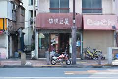近くにはコーヒー豆の焙煎屋さんもあります。(2017-05-18,共用部,ENVIRONMENT,1F)