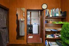 リビングの奥にはユーティリティスペースがあります。文房具などはすべて自由に使えます。(2019-02-27,共用部,LIVINGROOM,1F)