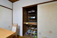 押入れが専有部ごとの収納と食器棚として使われています。(2019-02-27,共用部,LIVINGROOM,1F)