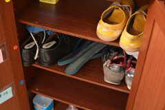 靴箱の様子。専有部ごとに収納場所が決まっています。(2019-02-27,周辺環境,ENTRANCE,2F)