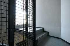 屋上へ向かう階段の様子。(2011-08-30,共用部,OTHER,7F)