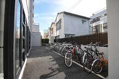 自転車置き場の様子。(2011-08-30,共用部,GARAGE,1F)