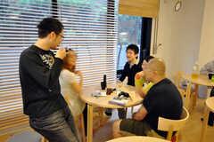 ラウンジで談笑する入居者さんの様子。(2009-05-30,共用部,PARTY,1F)