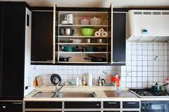 フライパンなどのキッチンツールは吊り棚に収納されています。(2017-06-27,共用部,KITCHEN,3F)