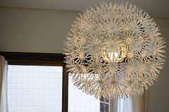 照明はタンポポの綿のよう。(2013-04-12,共用部,LIVINGROOM,2F)
