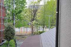 建物のすぐ近くに公園があります。(2013-04-12,共用部,OTHER,2F)
