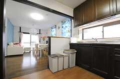 キッチンから見たリビングの様子。(2013-04-12,共用部,KITCHEN,2F)