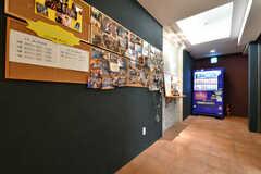 廊下にはたくさんのイベント写真が飾られています。(2019-03-17,共用部,OTHER,-1F)
