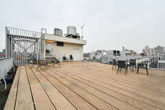 屋上はBBQやイベントスペースとして使うこともできるそう。(2019-03-17,共用部,OTHER,4F)