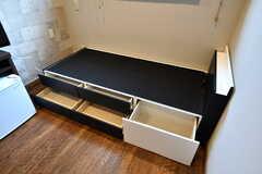 ベッド下には引き出しが5個付いています。(331号室)(2020-02-04,専有部,ROOM,3F)