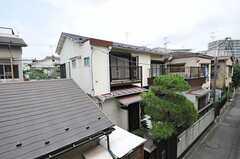 シェアハウスの外観。敷地内に立派な松が育っています。(2013-06-24,共用部,OUTLOOK,1F)