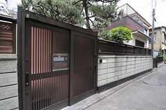 シェアハウスの門。(2013-06-24,周辺環境,ENTRANCE,1F)