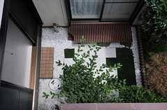 ベランダから見た中庭の様子。(2013-06-24,共用部,OTHER,2F)