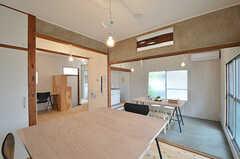 専有部の様子2。現在はクローゼットやバスルーム、ガスレンジが備わっています。(102号室)(2015-06-02,専有部,ROOM,1F)
