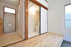 押入れかと思いきや、なんとトイレ!(104号室)(2015-06-02,専有部,ROOM,1F)