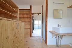 玄関から見た内部の様子。(201号室)(2015-06-02,専有部,ROOM,2F)