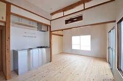 専有部の様子5。キッチンはコチラにあります。(202号室)(2015-06-02,専有部,ROOM,2F)