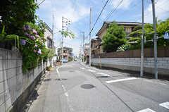 周辺は道路の広い住宅街です。(2015-06-02,共用部,ENVIRONMENT,1F)