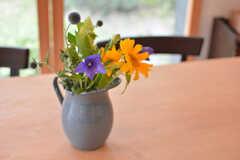 季節の花が飾られています。(2017-06-12,共用部,LIVINGROOM,1F)