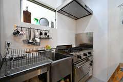 キッチンの様子2。業務用です。(2017-06-12,共用部,KITCHEN,1F)