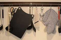 使用頻度の高い調理道具は、壁に掛けられています。(2014-10-16,共用部,KITCHEN,1F)