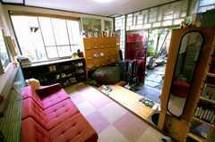 シェアハウスの内部から見た玄関周りの様子。(2008-05-15,周辺環境,ENTRANCE,1F)