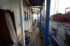 専有部の様子。テラスに出れるが、窓からのアクセス。(105号室)(2008-05-15,専有部,ROOM,1F)