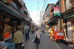 活気溢れる谷中の商店街。(2008-05-15,共用部,ENVIRONMENT,1F)