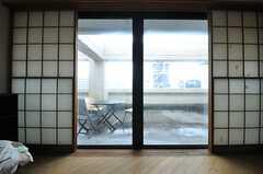 障子戸の外は、先ほどのテラスにつながっています。(701号室)(2014-06-12,専有部,ROOM,7F)