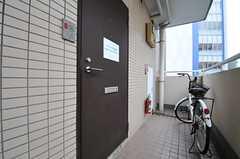 玄関ドアの様子。(2014-06-12,周辺環境,ENTRANCE,6F)