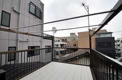 屋上に設置された物干し場の様子2。(2011-06-10,共用部,OTHER,3F)