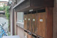 ポストは木製です。(2015-08-31,共用部,OTHER,1F)