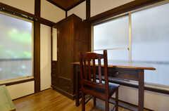 古い家具が備わっています。(105号室)(2015-08-31,専有部,ROOM,1F)